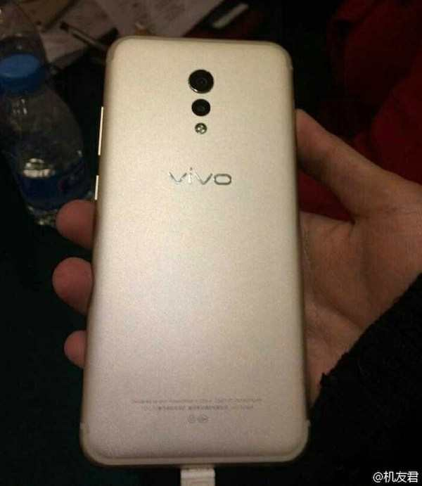 photos-allegedly-show-back-and-front-of-the-vivo-xplay-6